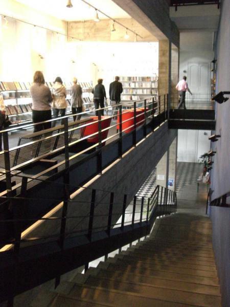 2008.06 le 12 ARRAS médiathèque avec Sorj Chalandon (6)