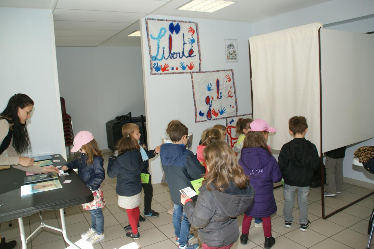 2017.05 le 09 Vote enfants classe Me PUREUR (13)